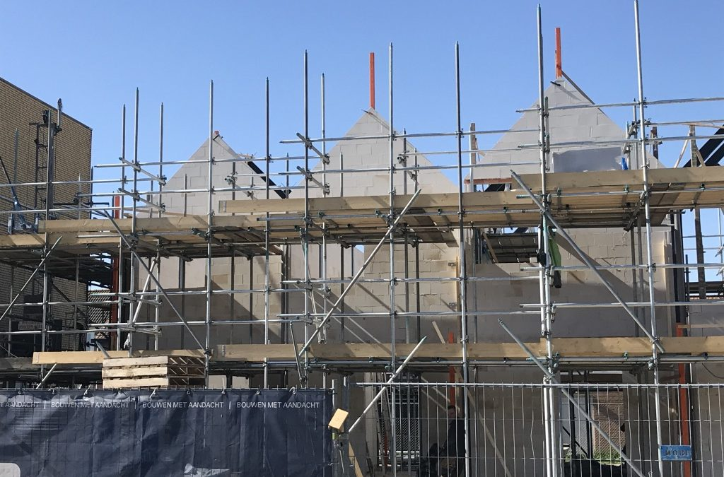 """Voortgang bouwwerkzaamheden Microwoningen type """"De Mus"""" Waalwijk: Voortgang ruwbouw binnenwerk"""